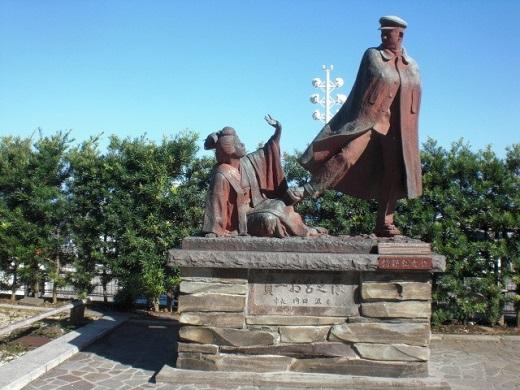 「お宮の松」と「寛一・お宮の像」