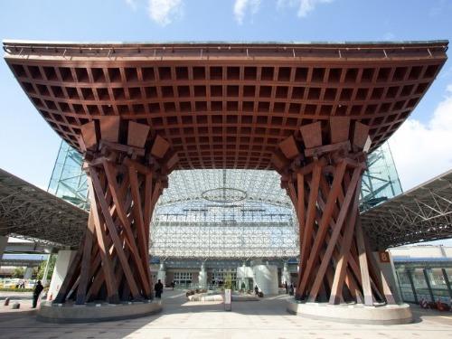 金沢駅「写真提供:石川県観光連盟」